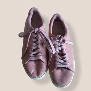 Divided pink sneakers size 6